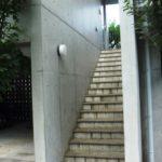 201号室専用階段