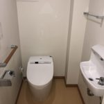 ウォシュレットトイレ手洗い・壁式リモコン付